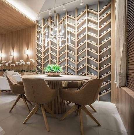 24. Adega de madeira na sala de jantar – Por: Revista Viva Decora