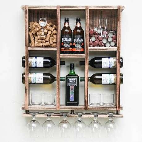 70. Adega de madeira para vinhos e cervejas