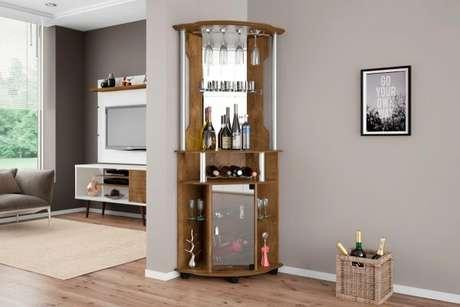 57. Bar e adega de madeira com parte espalhada para a decoração – Por: Pinterest
