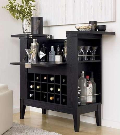59. Mini adega de madeira para guardar vinhos em casa – Por: Casa Abril