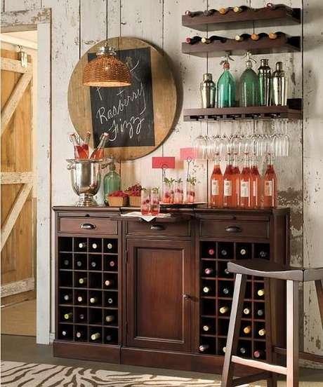 65. Mini adega para vinhos de madeira para ter na sala de estar – Por: Viva