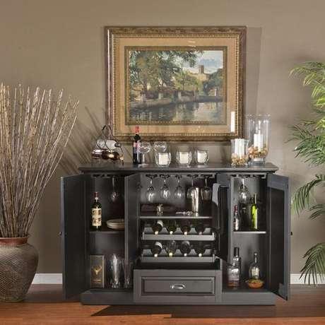 1. Mini adega de madeira com armários para outros tipos de bebidas – Por: Revista VD