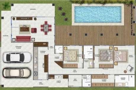 24. As piscinas das plantas de casas modernas podem vir acompanhadas de decks de madeira. Imagem: Monte Sua Casa
