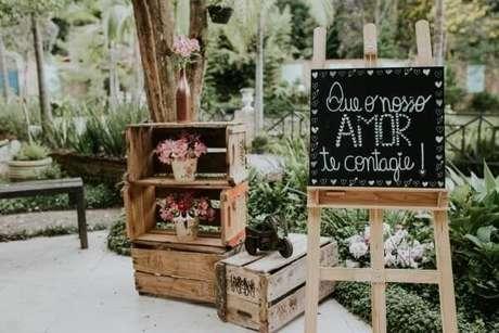 21. Plaquinhas de casamento decorativa para a entrada do evento. Fonte: Pinterest