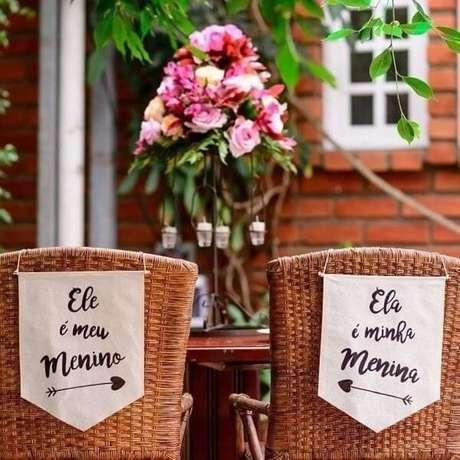 38. Plaquinhas de casamento feita em tecido. Fonte: Fast Life