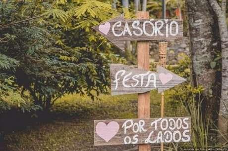 44. Plaquinhas indicativas feitas de madeira. Fonte: Pinterest