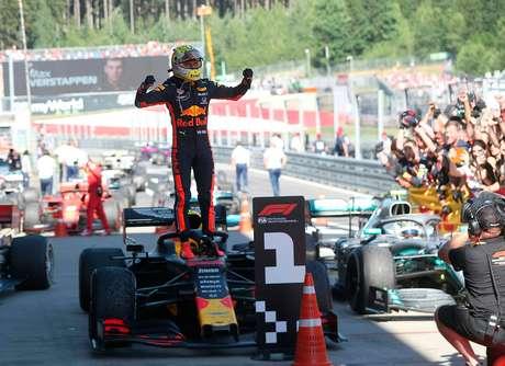 Horner afirma que Verstappen ficará até 2021