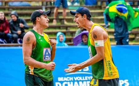 André e George perdem nas quartas e Brasil dá adeus ao Mundial de Vôlei de Praia.