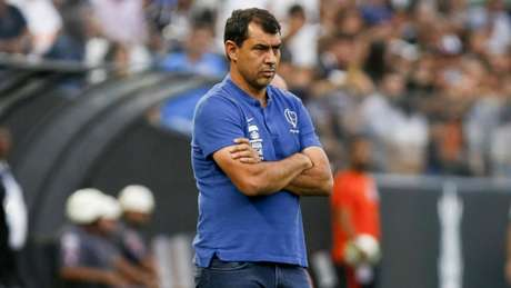 O técnico do Corinthians, Fábio Carille, definiu os 22 atletas que viajam para o Sul (Foto: Marco Galvão/Fotoarena)