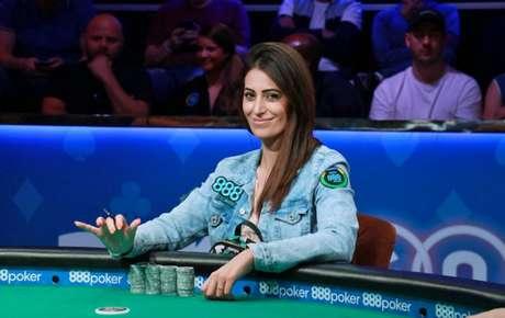 Vivi também tornou-se a jogadora brasileira a receber o maior prêmio na história do circuito live (Divulgação)