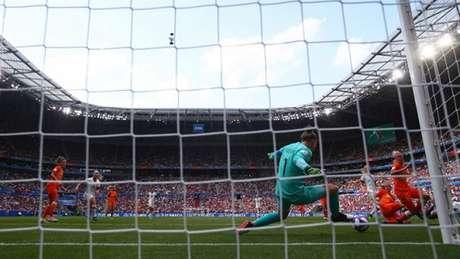 Sari van Veenendaal foi o destaque da Holanda na final com grandes defesas (Foto: Fifa)