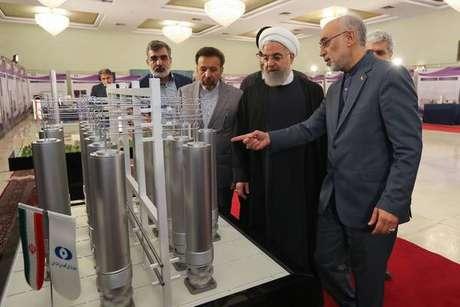 Irã anuncia violação de acordo nuclear e eleva tensão com EUA