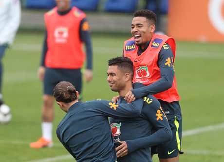 Filipe Luís, Casemiro e Gabriel Jesus durante treino da Seleção Brasileira