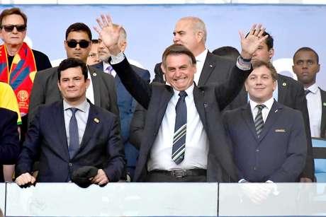 O ministro da Justiça, Sergio Moro , e o presidente da República, Jair Bolsonaro, momentos antes da partida entre as seleções do Brasil e Peru, válida pela final da Copa América 2019, no estádio do Maracanã, na zona norte do Rio de Janeiro