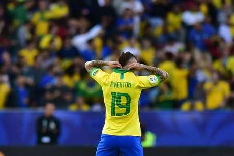 O jogador Éverton do Brasil, durante comemoração do gol em partida contra a seleção do Peru, em jogo válido pela final da CONMEBOL Copa América Brasil de 2019, realizado no estádio do Maracanã, Zona Norte do Rio