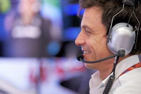 """Wolff diz que a Ferrari é muito boa baseada em """"desempenho puro"""""""