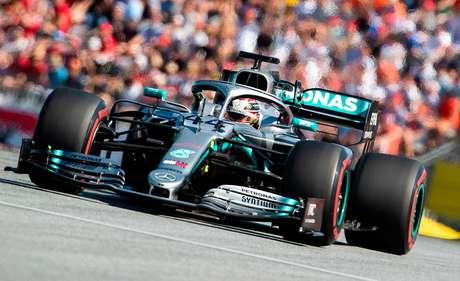 """Wolff espera uma corrida """"muito melhor"""" para a Mercedes em Silverstone"""