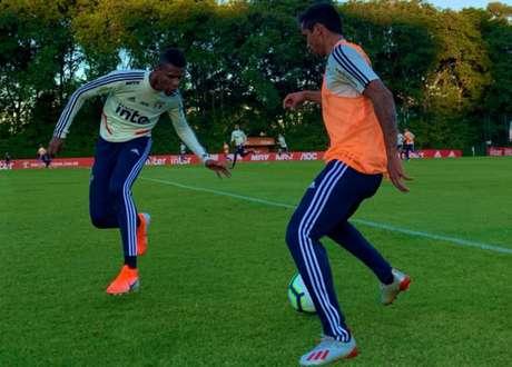Arboleda atuou no time titular, no coletivo que terminou empatado por 1 a 1 diante dos reservas (Divulgação)