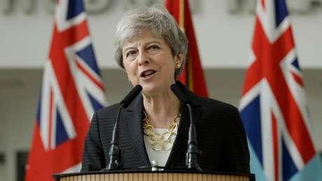 """Theresa May disse, por meio de porta-voz, que o embaixador Kim Darroch conta com usa """"total confiança"""" e """"apoio"""""""