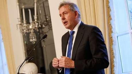 Na visão do governo britânico, retirar o embaixador do posto poderia prejudicar os trabalhos de todos os diplomatas, de quem se espera relatórios com 'opiniões sinceras'