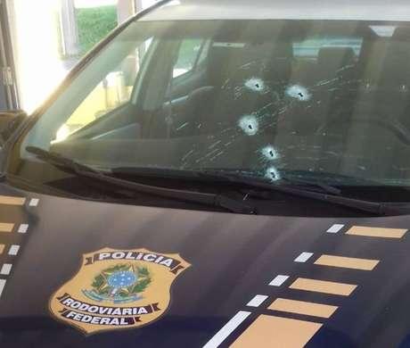 Criminosos dispararam contra os policiais na Rodovia Régis Bittencourt (SP)