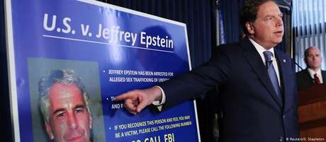 Procurador-geral do Distrito Sul de Nova York, Geoffrey Berman, apresenta as acusações contra Jeffrey Epstein