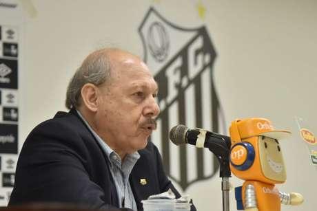 Peres havia prometido uma solução rápida para a lateral direita do Santos (Ivan Storti/Santos)