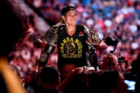 Amanda Nunes brilhou em vitória sobre Holm e faturou 550 mil dólares no UFC 239 (Foto: Getty Images/UFC)