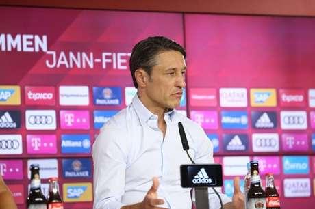 Treinador em entrevista coletiva (Foto: Divulgação/FC Bayern)