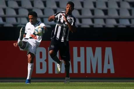 Maxuel em ação contra o Vasco no último sábado, pelo Campeonato Carioca (Vitor Silva/Botafogo)