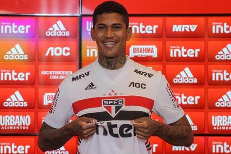 Raniel, jogador do São Paulo FC, em sua apresentação oficial no CCT da Barra Funda, em São Paulo. O atacante, de 23 anos, que estava no Cruzeiro, assinou contrato por cinco temporadas com o Tricolor do Morumbi
