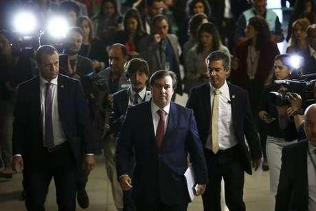 O presidente da Câmara, Rodrigo Maia, chega ao Congresso para discutir a reforma com líderes partidários