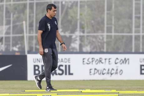 Carille fez mudanças na equipe titular do Corinthians no treino desta quarta (Foto: Rodrigo Gazzanel/RM Sports)