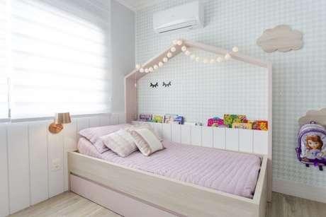 1. Cama infantil para quarto de menina delicado – Por: Nathalia Bilibio