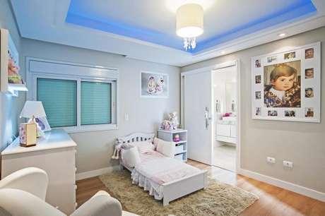 41. Cama infantil para quarto de menina com sanca e iluminação colorida – Por: Patricia Azoni