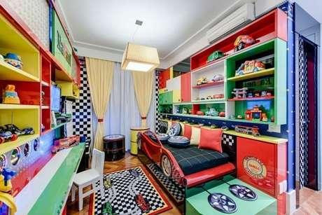 32. Cama infantil carros para decoração de quarto temático – Por: Andrea Bento