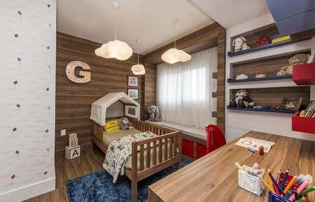 50. Cama infantil para quarto de menino com casinha estilo cabana – Por: Espaço do Traço