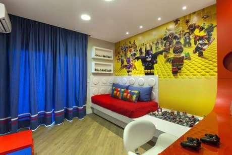 55. Cama infantil para quarto com tema Lego super herois – Por: Iara Kilaris