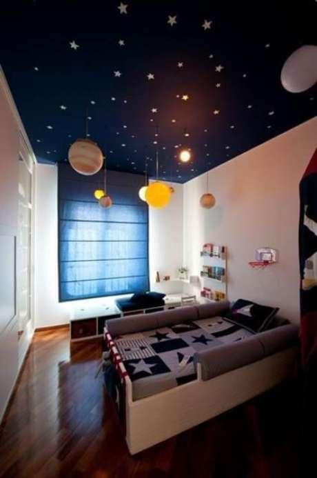 57. Cama infantil para quarto infantil com tema de espaço – Por: Viva Decora