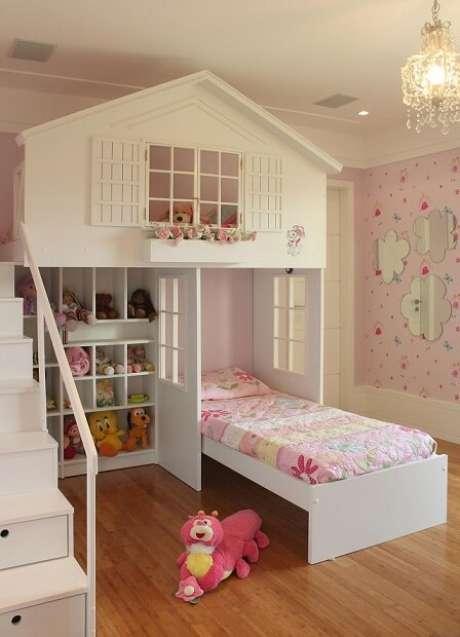 69. Cama com casinha por cima para criança brincar – Por: Priscila Vivacqua