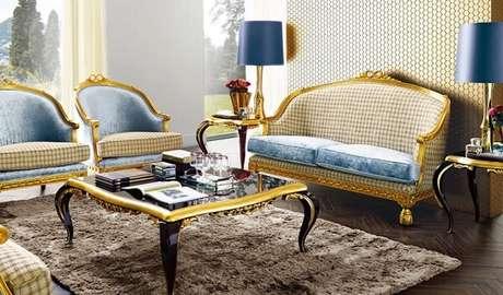 18. Decoração clássica contempla a presente de móveis com acabamento em dourado. Fonte: Euroo