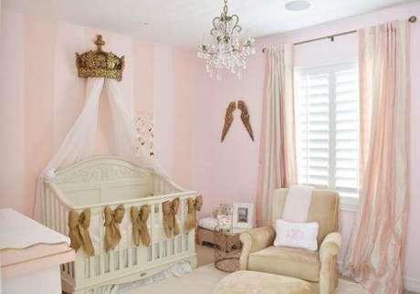 22. Decoração em rosa e dourado para quarto de bebê. Fonte: Pinterest