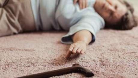 Maioria dos casos de quedas fatais acontece com idosos - Foto: Shutterstock