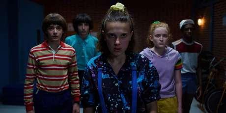 Caleb McLaughlin, Sadie Sink, Millie Bobby Brown, Finn Wolfhard e Noah Schnapp em 'Stranger Things' (2016)