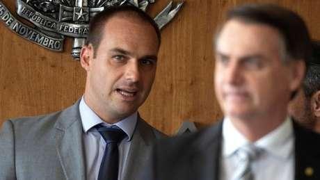 O deputado Eduardo Bolsonaro e seu pai, o presidente Jair Bolsonaro