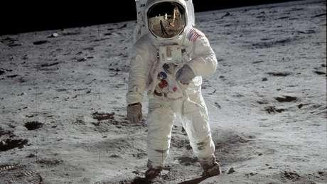 O americano Buzz Aldrin foi um dos austronautas caminhou sobre a Lua