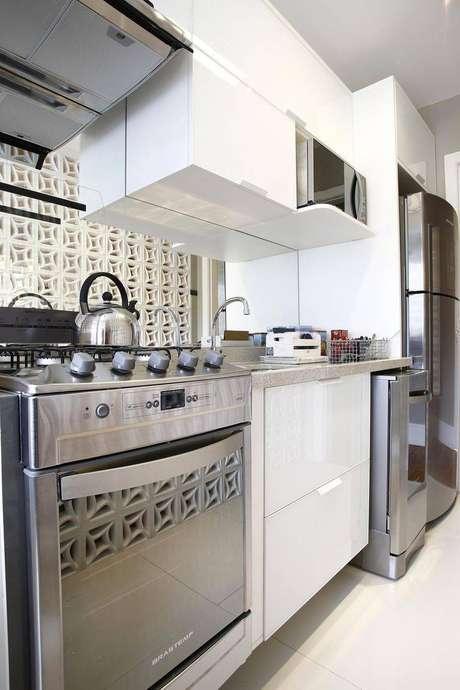 41. Revestimento para cozinha de cobogó. Projeto por Grupo Factory