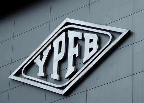 Logo da estatal boliviana YPFB na sede da empresa em La Paz 11/01/2019 REUTERS/David Mercado