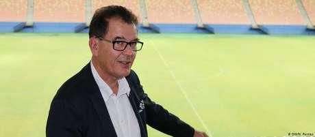 Gerd Müller, ministro alemão do Desenvolvimento, em estádio de Manaus durante visita à cidade