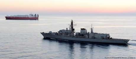 A fragata britânica HMS Montrose, que acompanha navios transporte de carga no Golfo Pérsico